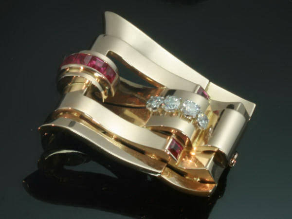 Highly decorative Retro clip with rubies and diamonds