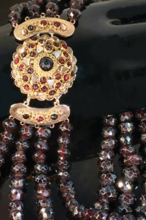 Zeeland 4-string garnet bead necklace with filigree closure