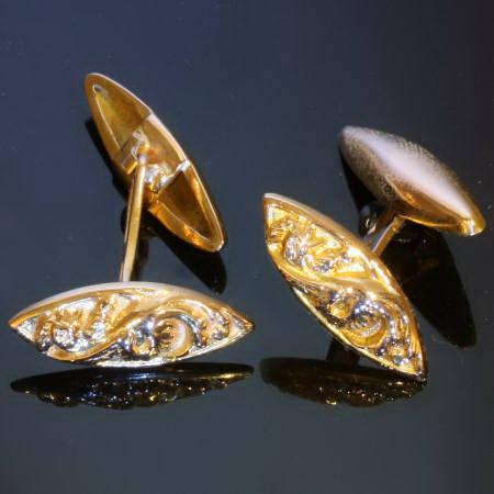 Golden Victorian cufflinks with rooster motive