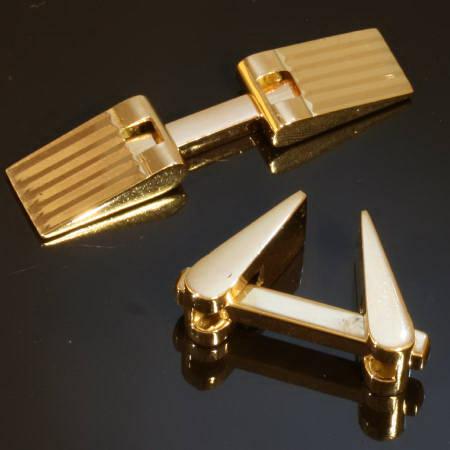 Strong design golden estate cufflinks from the fifties