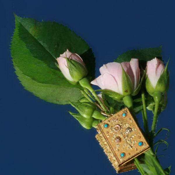 Truly magnificent early Victorian gold love pendant with forget-me-nots and roses
