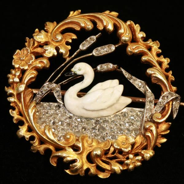 Pure elegance from France, Late Victorian, early Art Nouveau French brooch enameled swan on diamond lake from the antique jewelry collection of Adin Antique Jewelry, Antwerp, Belgium
