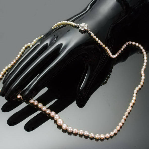 Original Belle Epoque natural orient pearl necklace with diamond closure from the antique jewelry collection of Adin Antique Jewelry, Antwerp, Belgium