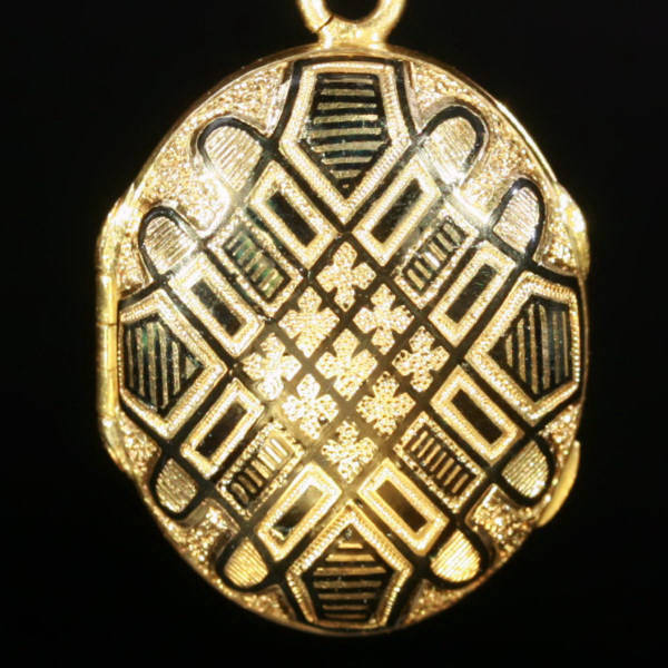 Antique jewelry with color black up to $2,000