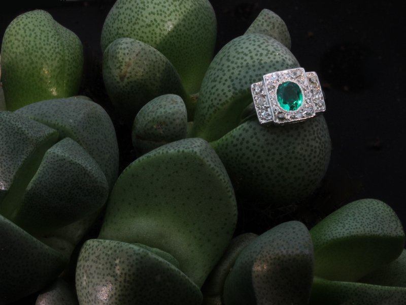 Art Deco platinum diamond engagement ring with emerald of exceptional quality from the antique jewelry collection of www.adin.be