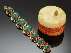 Click here to see the Russian malachite articulated bracelet from the antique jewelry collection of www.adin.be