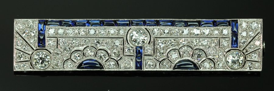 Must See! Strong design Art Deco platinum brooch diamonds and sapphires