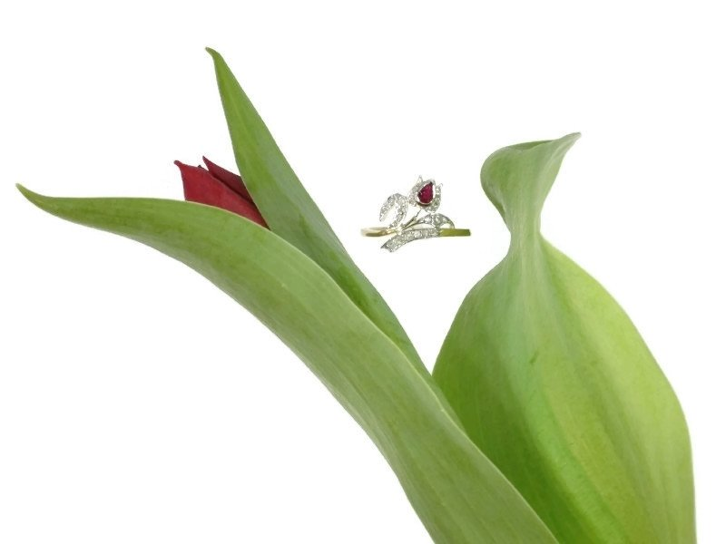 Elegant antique Victorian ring tulip motif with rose cut diamonds and ruby