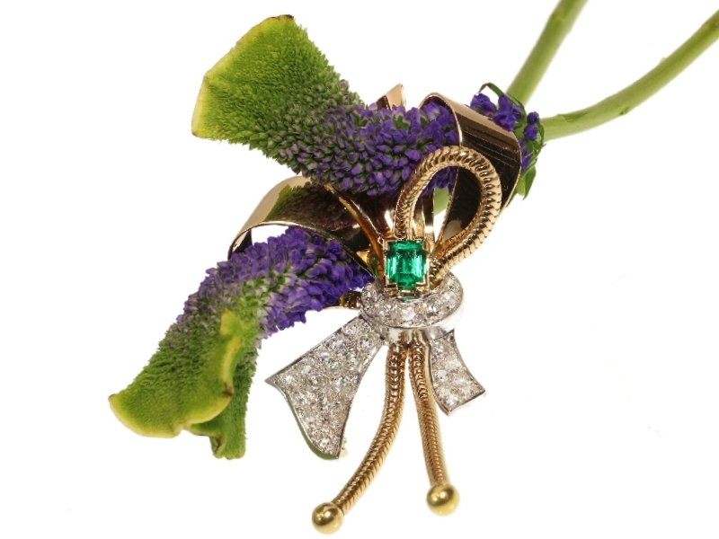Click the picture to get to see this typical vintage Retro bow brooch with 3.30 crt diamonds and top quality emerald