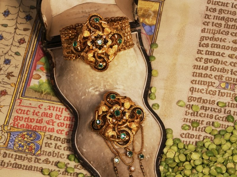 Click the picture to get to see this French Early Victorian antique parure brooch earrings bracelet enameled gold.