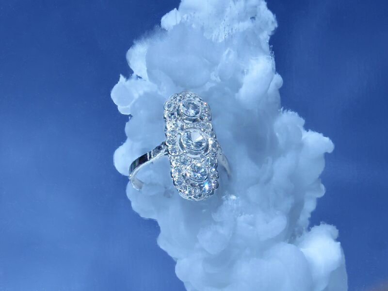 Click the picture to get to see this Art Deco engagement ring platinum and diamonds.