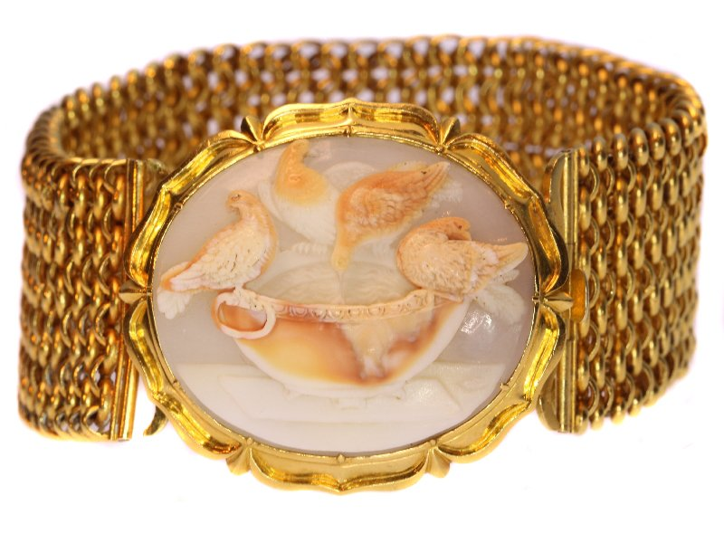 Click the picture to get to see this magnificent antique cameo bracelet with presentation of so-called Doves of Pliny.