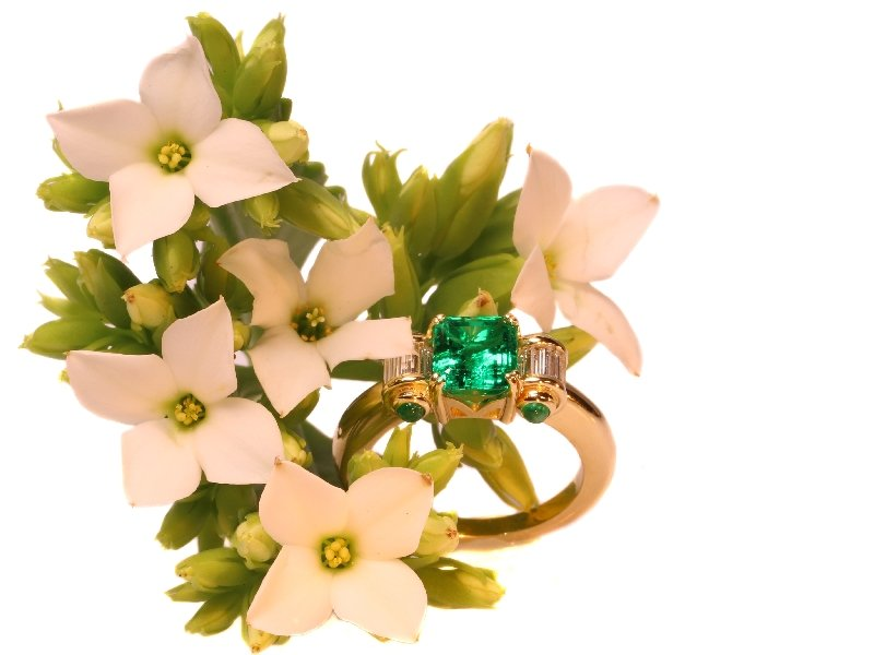 Click the picture to get to see this Estate engagement ring with top emerald and diamonds.