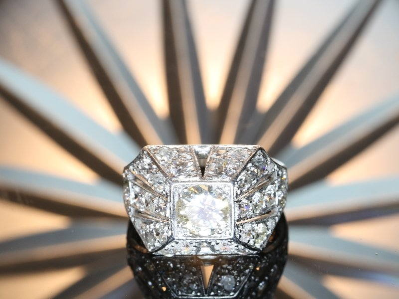 Click the picture to get to see this vintage Fifties diamond ring.