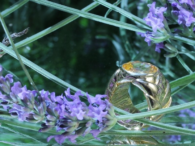 Click the picture to get to see this Signed JAR ring with 10+crt yellow sapphire.