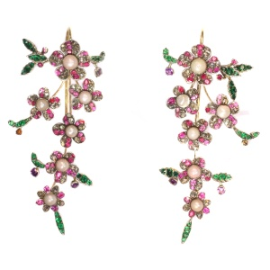 Antique jewelry with floral theme