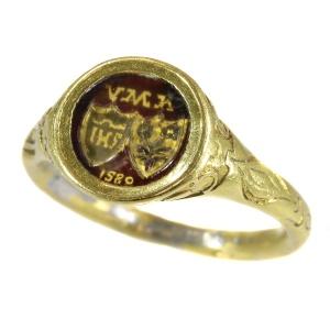 Antique jewelry with heraldic theme
