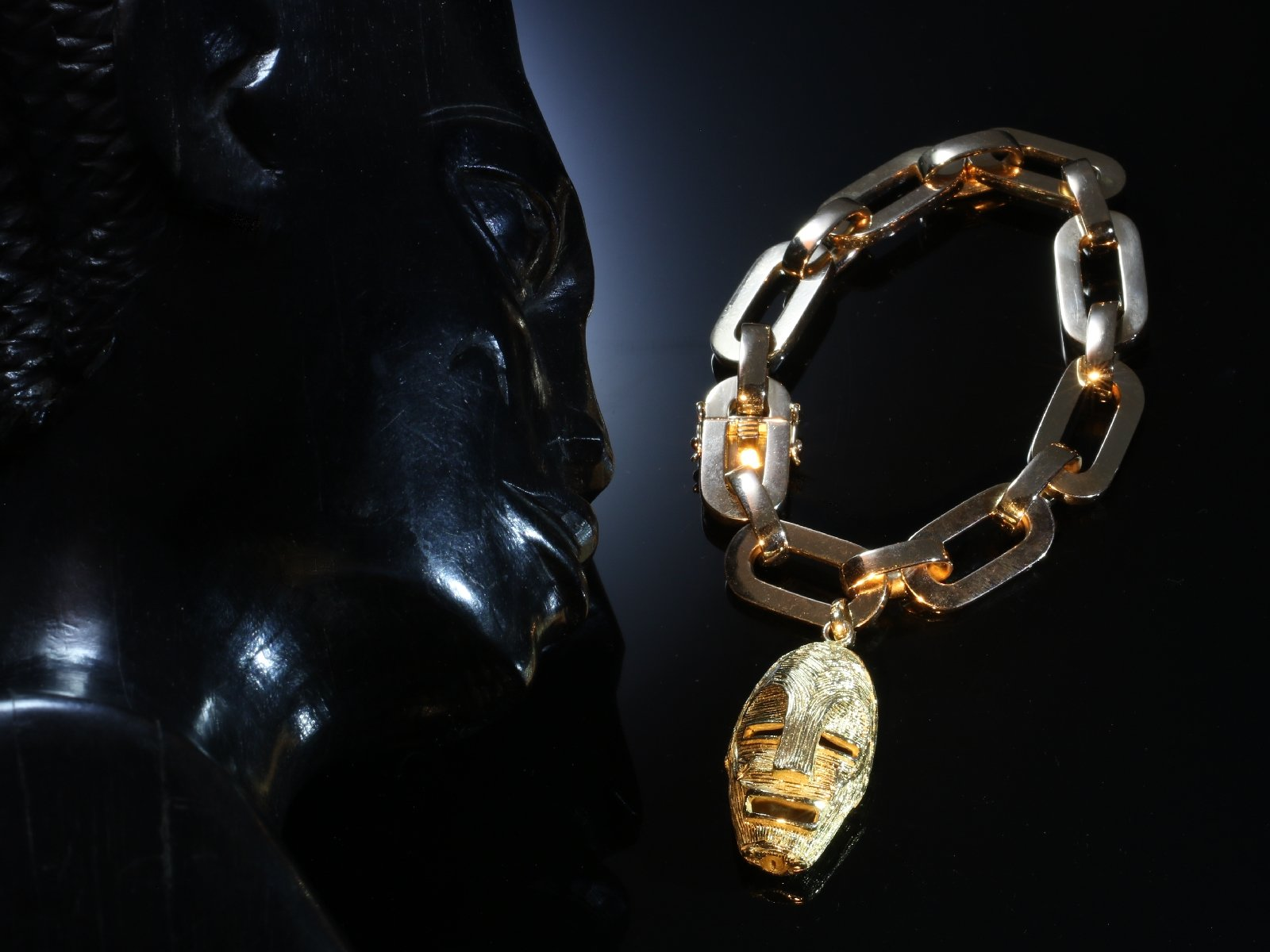 Click the picture to get to see this Vintage Fifties solid pink gold heavy bracelet with yellow gold ethnic african mask.