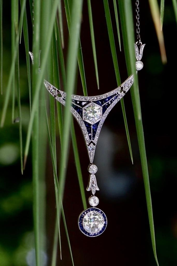 Click the picture to get to see this Art Deco Belle Epoque pendant with big brilliants and calibrated sapphires.