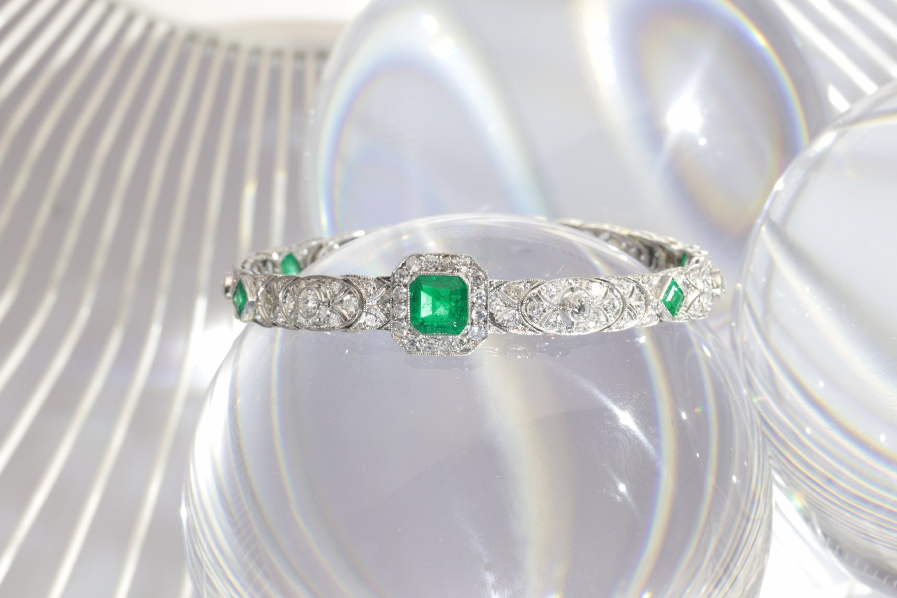 Click the picture to get to see this High quality platinum Art Deco bracelet with 140 diamonds and top emeralds.