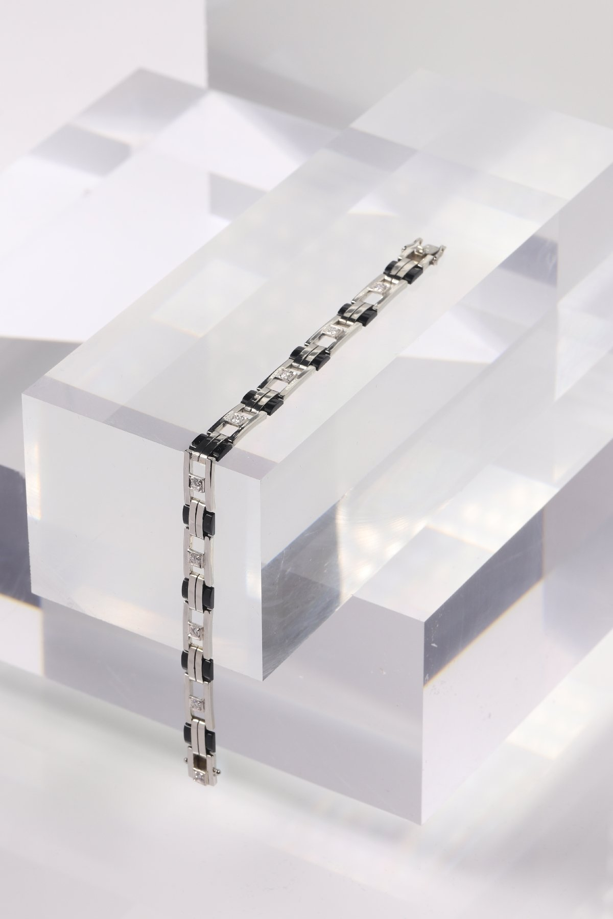Click the picture to get to see this Original Dutch Vintage Art Deco white gold diamond and onxy bracelet.
